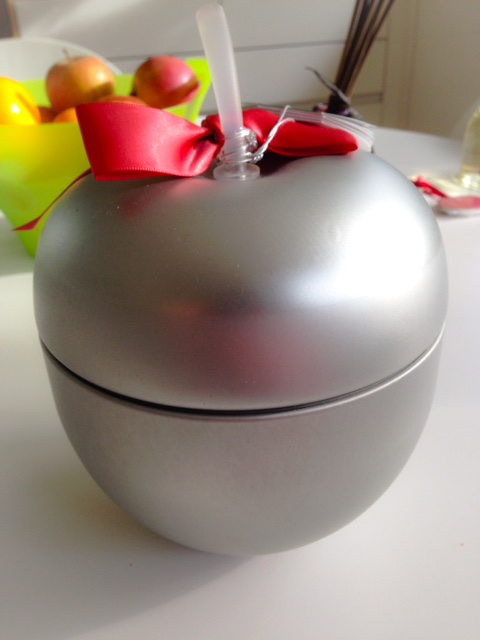 The Body Shop Glazed Apple Tin