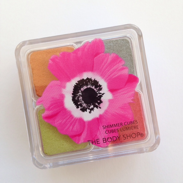 The Body Shop Pink Poppy Shimmer Cube
