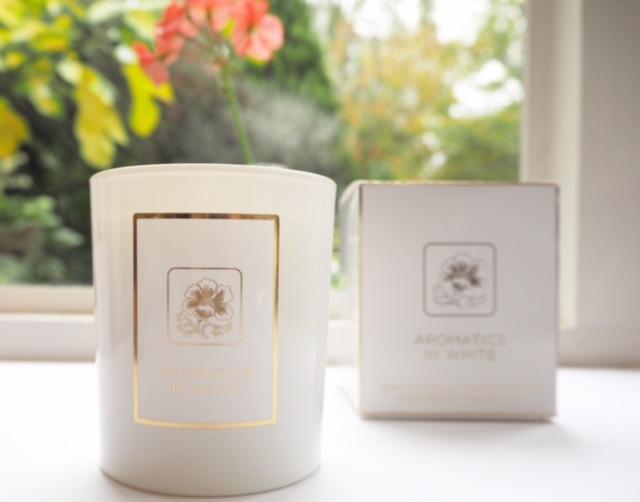 Clinique Aromatics In White Candle