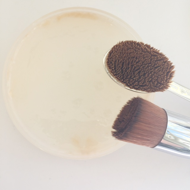 Makeup Revolution Solid Brush Cleanser