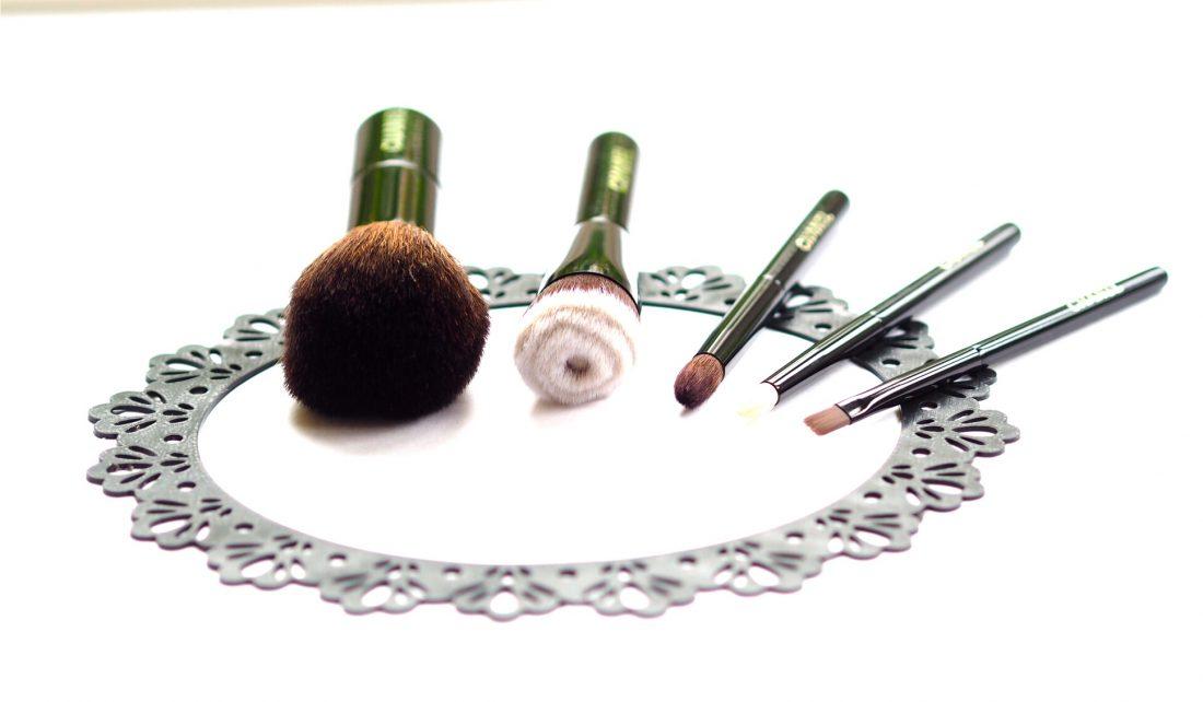 Chanel Christmas Brush Set