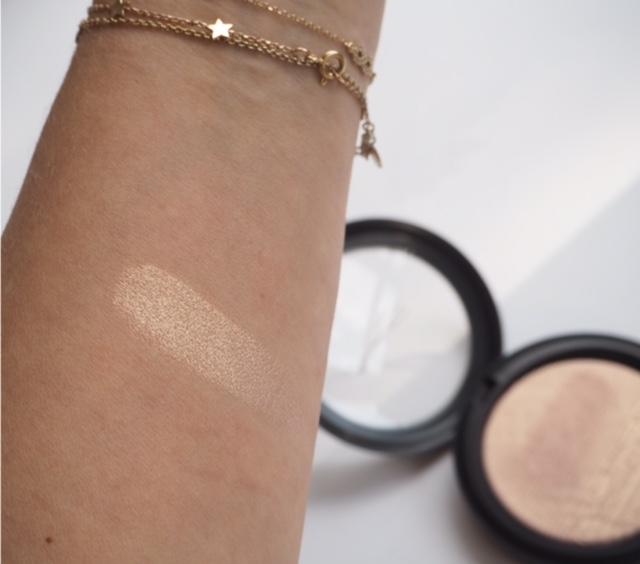 MAC Extra Dimension Skinfinish Beaming Blush
